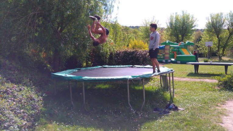 Camping Lot avec trampoline pour enfants
