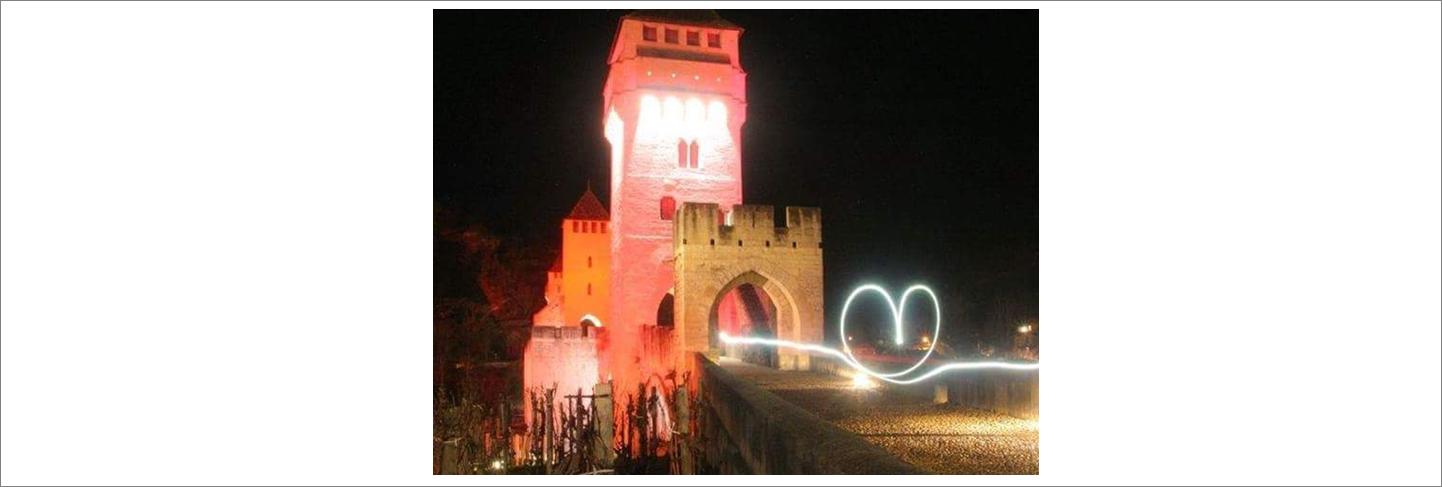 Pont-Valentré-éclairé-copyright-Lot-Tourisme