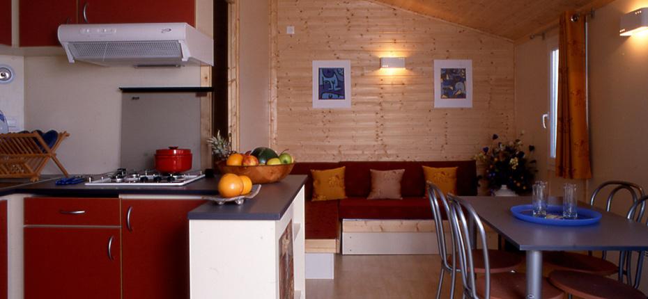Cuisine & Salon avec banquette-lit 2 personnes