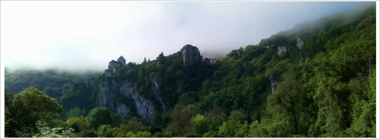 Saint Cirq Lapopie dans la brume