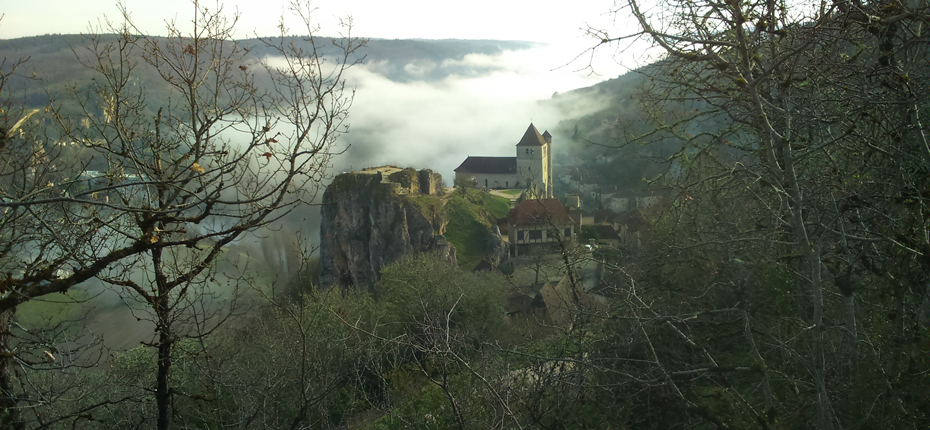 St Cirq Lapopie sous la brume